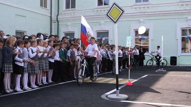 В Бобровской школе №2 открылся городок ГАИ