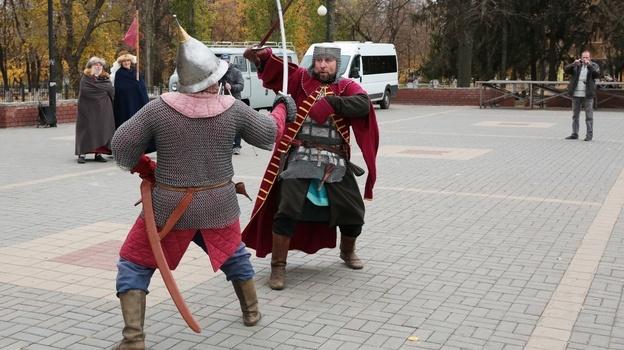 В Боброве выступили клубы исторической реконструкции